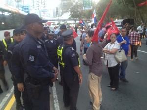 La Policía Nacional de Panamá intentó controlar el ánimo de los miembros del Sindicato de trabajadores de la fabricación y comercialización de bebidas, gaseosas, cervezas, licores y similares