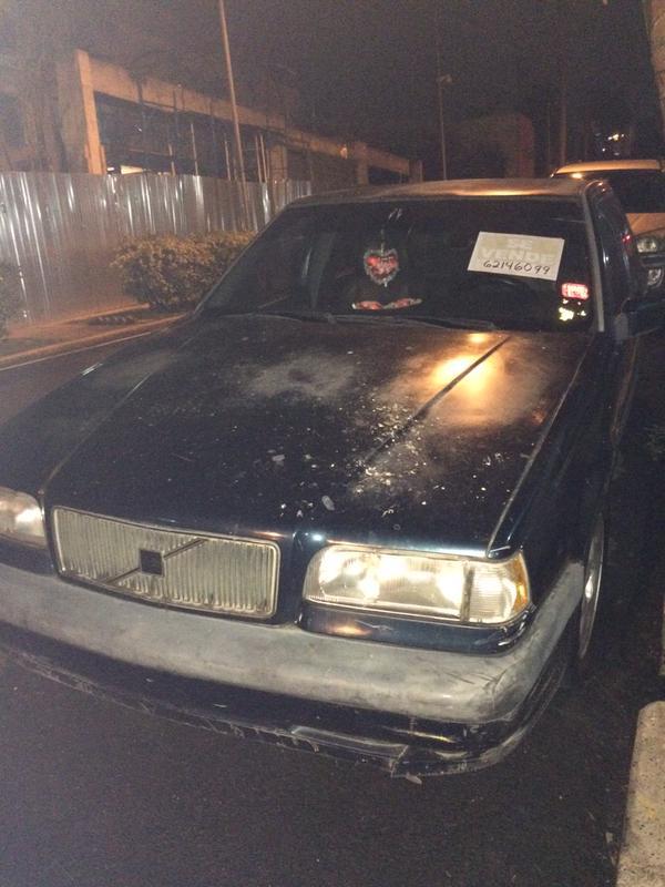 Este carro se encuentra abandonado en la calle 44 Este | Foto: @Instalors
