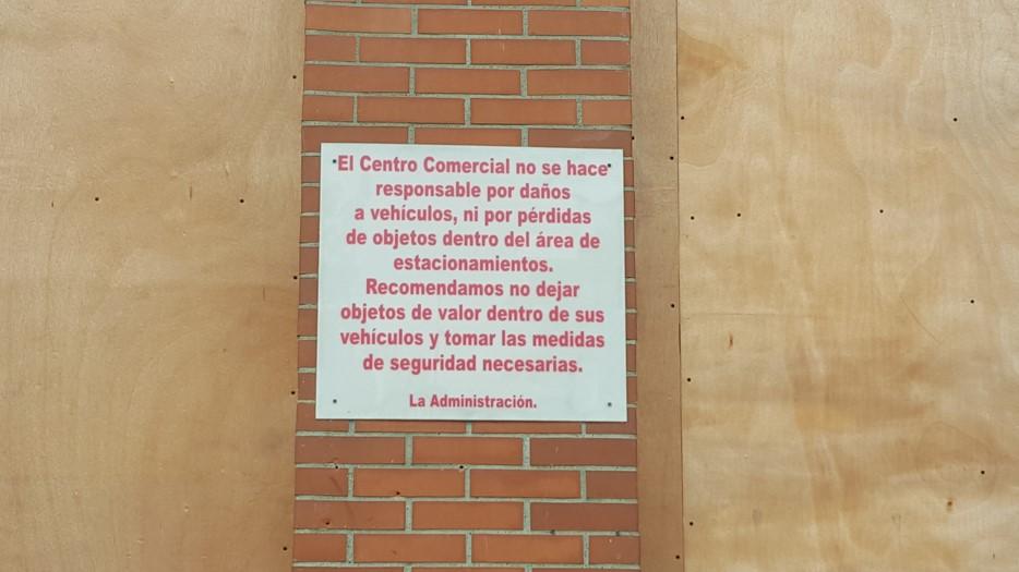 Irónico el único mensaje con advertencias que existe en Plaza del Este | Foto: Aydana Ruiz