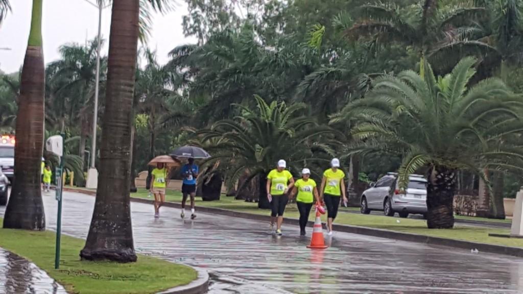 Los participantes corrieron y caminaron bajo la lluvia | Foto: Aydana Ruiz