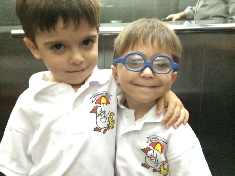 Arturo se divierte y asiste al colegio como cualquier niño de su edad.