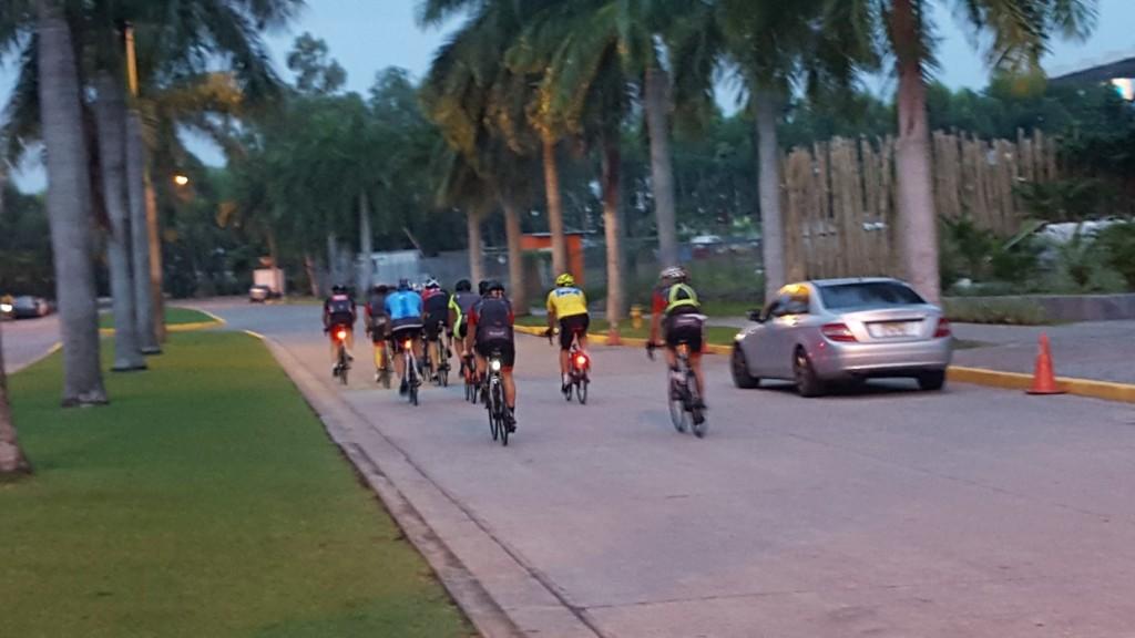 Después de las 6:30 am el tráfico vehícular empieza a complicarse.