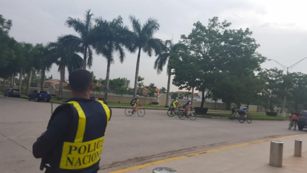 La Policía Nacional frecuenta regularmente las calles a fin de garantizar seguridad a los deportistas.