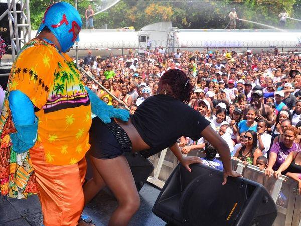 Los actos de exhibicionismo que en otros años ha sido una constante, en estos carnavales se sancionarán hasta con mil 500 dólares de multa   Foto: Dealante.com