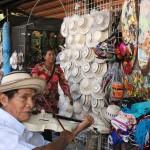 Para conocer mejor a su gente y tradiciones, vaya al mercado del pueblo. Allí hay dulces, artesanías, frutas, legumbres y más.