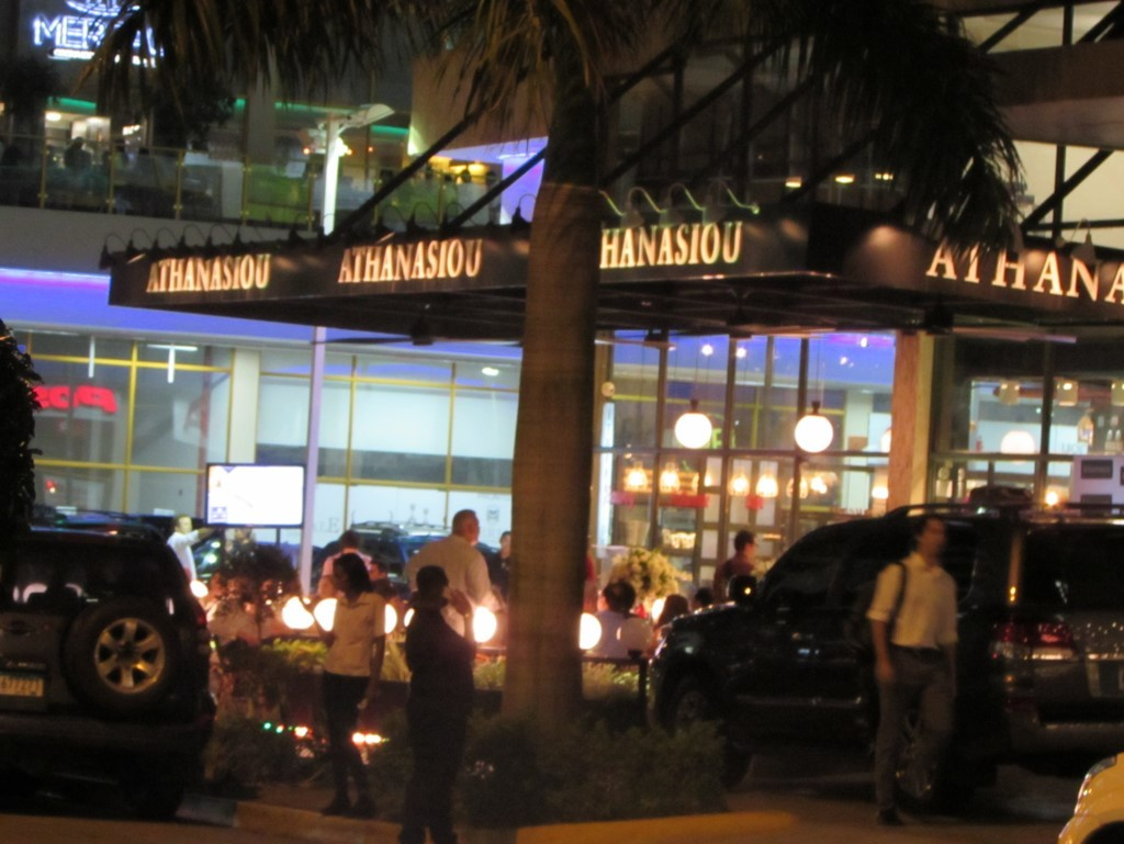 Los restaurantes y cafés con terraza son muy concurridos en las noches   Foto: AR
