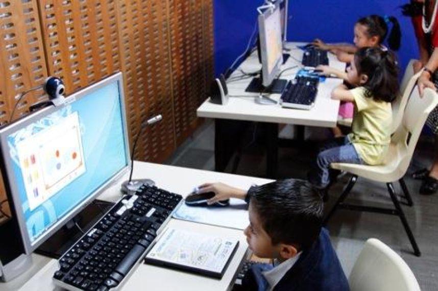 Los niños deben aprender a desarrollar todo su potencial fuera de la pantalla de un computador | Foto: cortesía