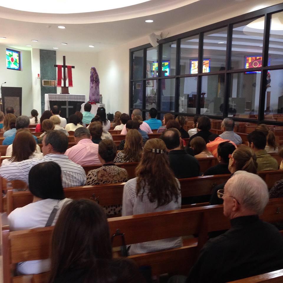 Los fieles se reunieron este sábado en la capilla del Santísimo | Foto: Miguel Angel Ciaurriz