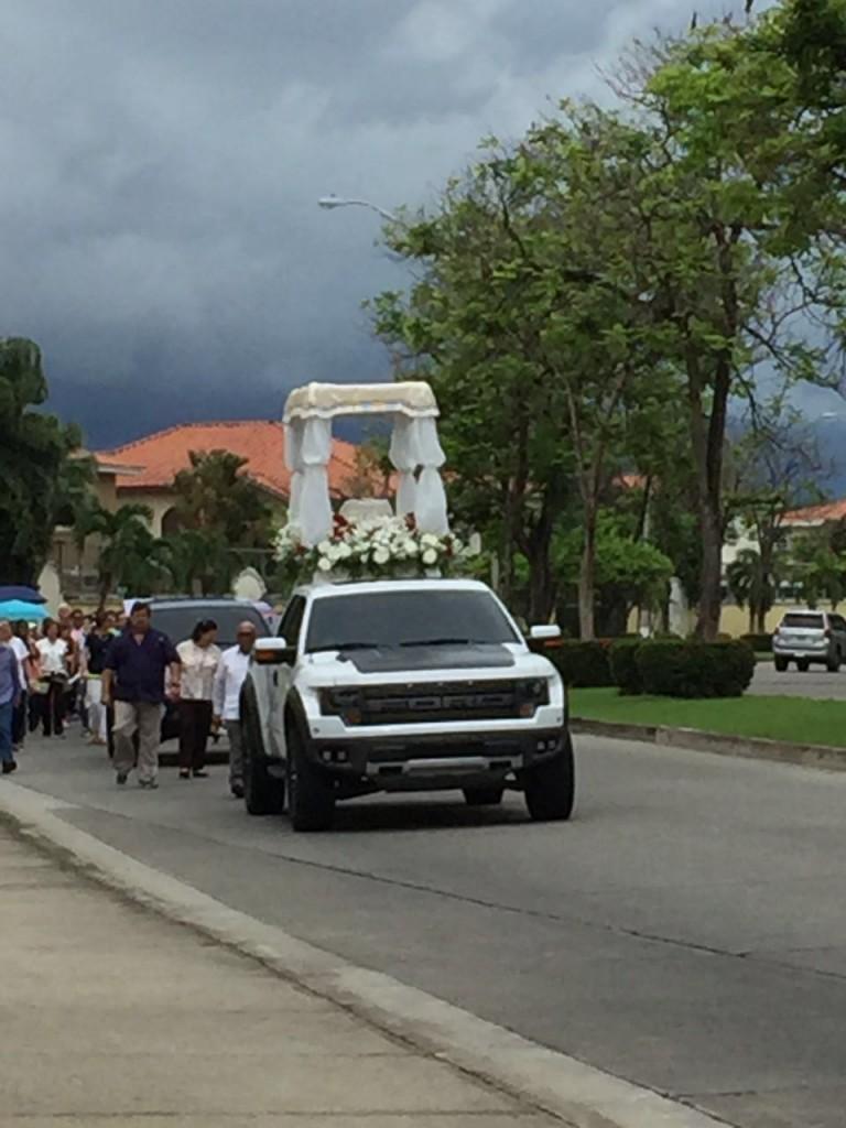 El Santísimo recorrió las calles | Foto: Evelyn Sayegh