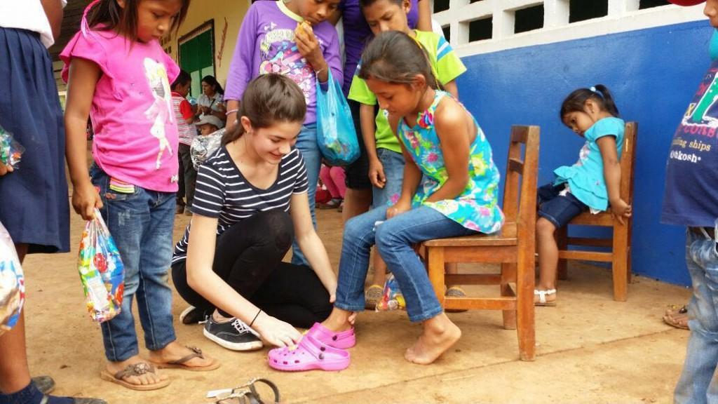 Muchos niños nunca habían estrenado un par de zapatos.