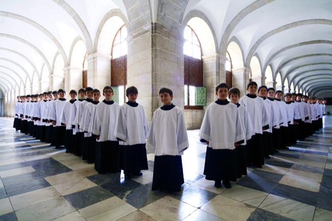 La agrupación cantó en el 2005 en la Capilla Sixtina, y en 2006 cantaron ante el Papa Benedicto XVI.