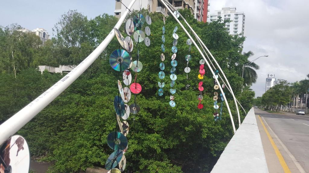 El arco fue construido con material de desecho, lo cual también representa una excelente obra de reciclaje y preservación del ambiente | Foto: CDE News