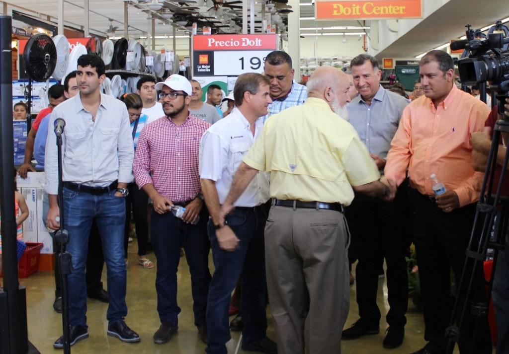 El mismo día de la inauguración de la Gran Terminal de Transporte de Aguadulce, también fue la apertura del Do it Center en la nueva plaza comercial Ondgo Aguadulce.