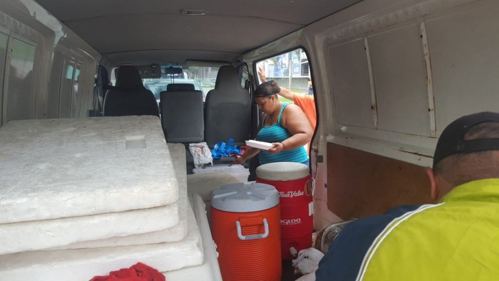 Adicional a las normativas municipales, la administración de CDE también trata de poner orden al exigir a los vendedores ambulantes que una vez que pase la hora de la comida, se retiren del lugar y dejen todo limpio   Foto: AR