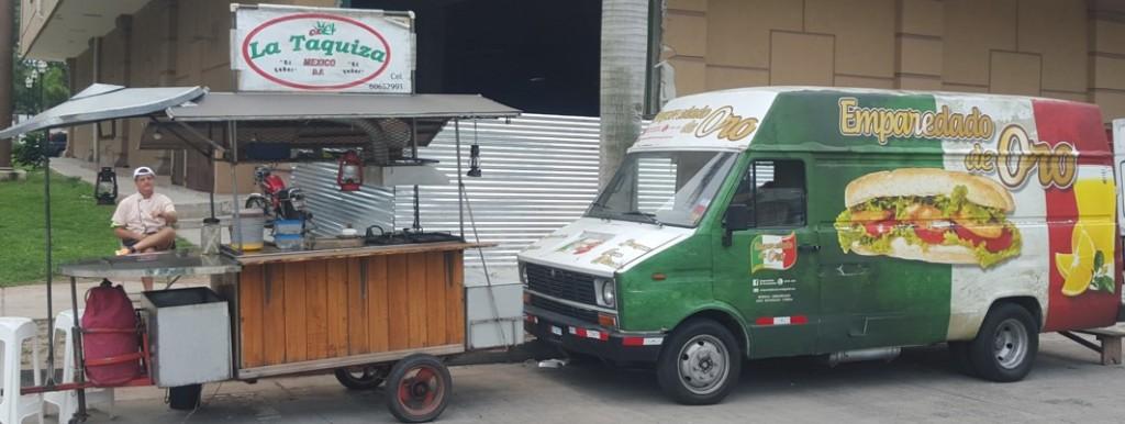 Hay puestos de comida que permanecen más tiempo en las calles; érp al irse dejan su espacio limpio | Foto: CDE News