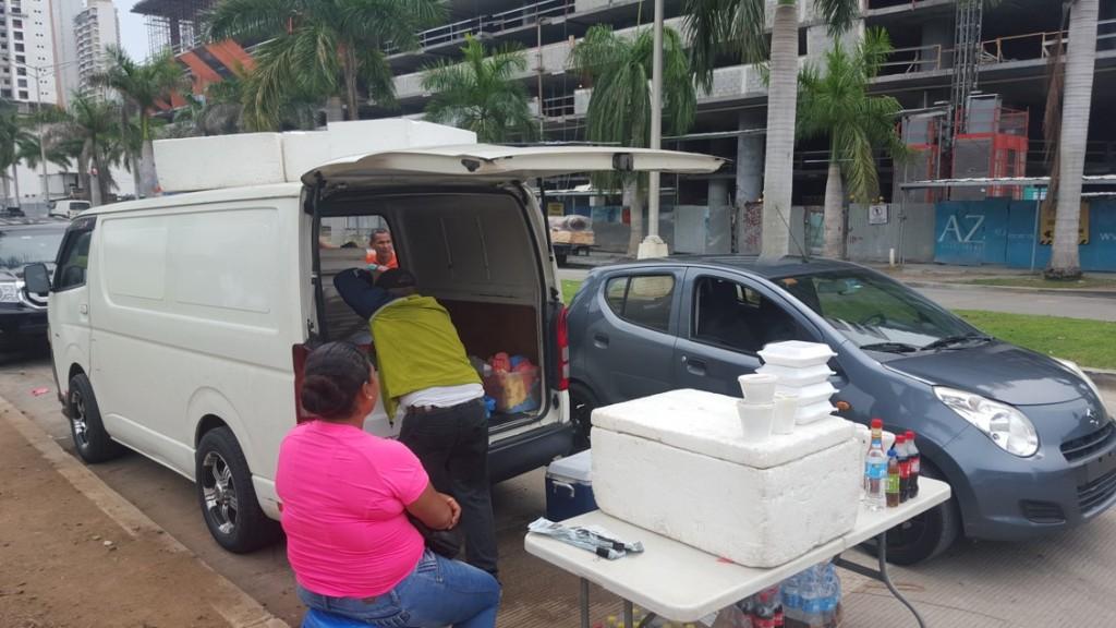 A los vendedores de comida se les ve entre 11 de la mañana y 3 de la tarde. Después desalojan el lugar y por lo general dejan todo limpio | Foto: CDE News