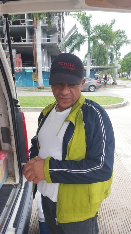 Luis Escobar, vendedor de comida. | Foto: CDE News