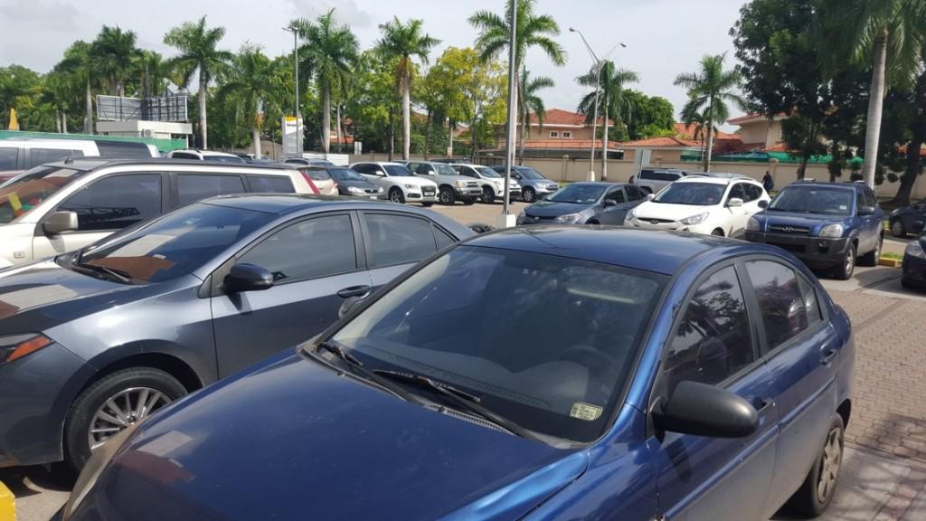 En muchas oportunidades los vecinos dejan de ir a determinado lugar, por no encontrar un puesto para estacionarse | Foto: AR