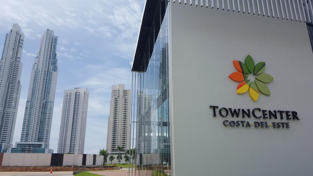 Las nuevas oficinas de ventas de Empresas Bern están ubicadas frente al mall en construcción Town Center.