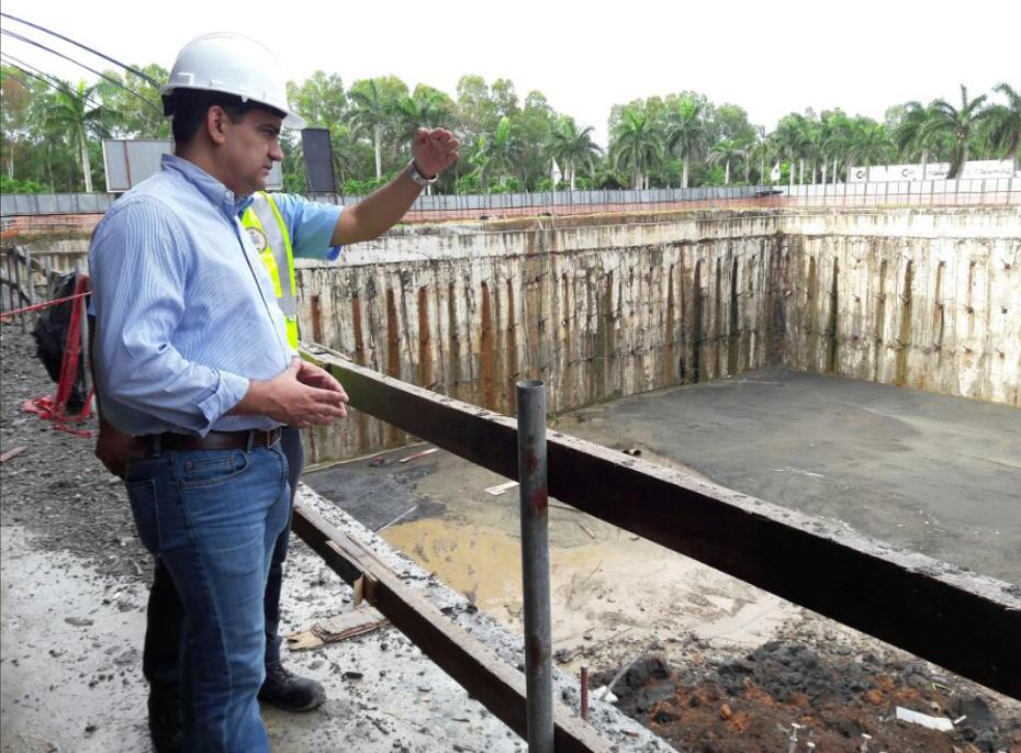 En el recorrido hecho la mañana de este sábado estuvieron presentes además del ministro Carlés, el representante sindical e ingeniero residente del proyecto.