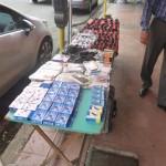 Puesto de ventas en las aceras impide el libre tránsito de las personas. Foto: Octavio Quiros