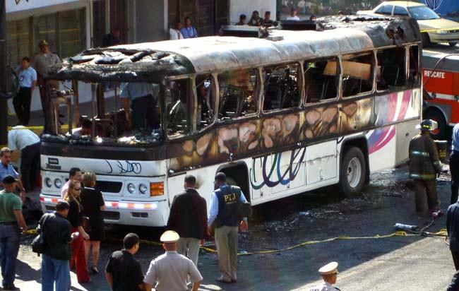 El 23 de octubre de 2006, un autobús se incendió dejando a 18 personas calcinadas. La Semana de la Educación Vial en Panamá (la última de octubre) honra el recuerdo de estas víctimas. Foto: cortesía