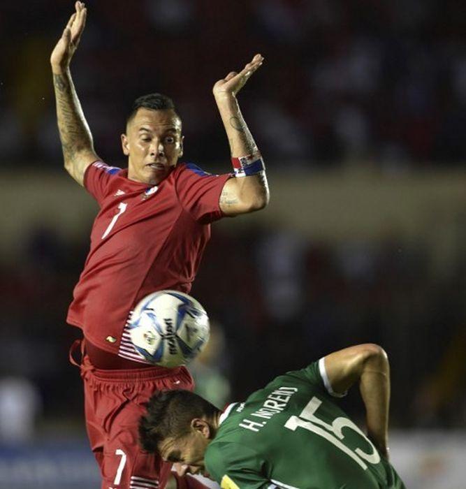 Blas Pérez y Hector Moreno en pleno encuentro | Foto: Cortesía