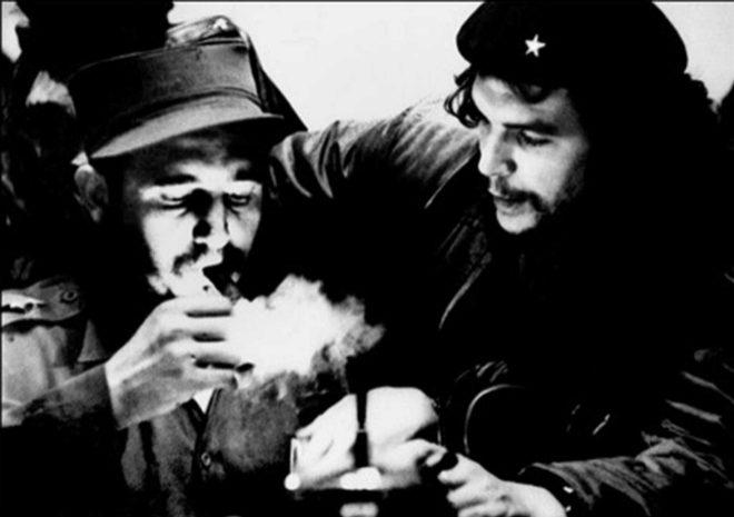 Fidel Castro y el Che Guevara.
