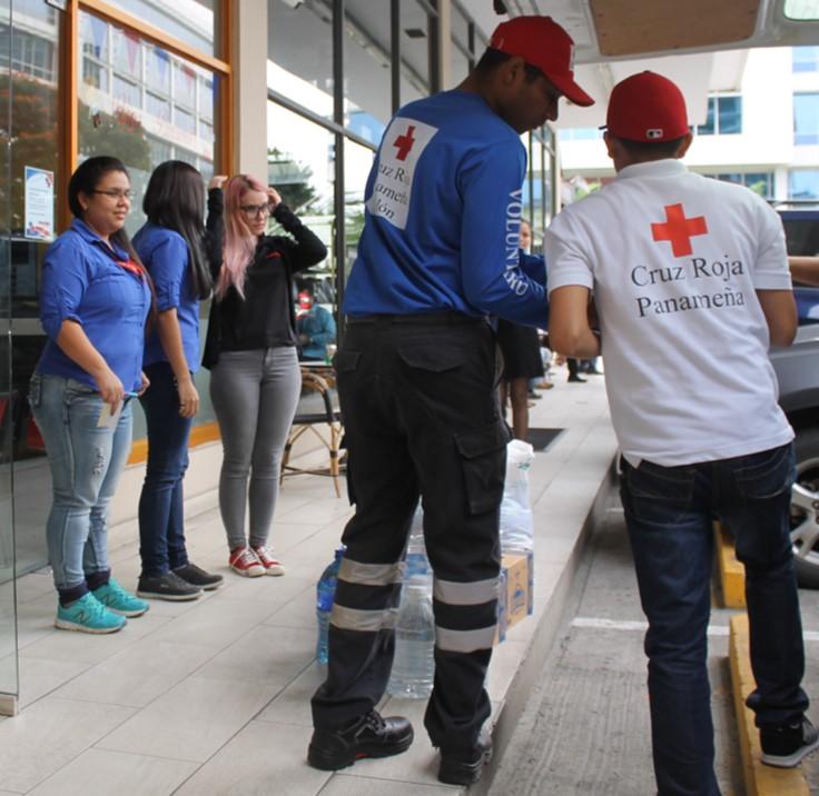 Agua, leche y productos no perecederos, fueron los principales aportes | Foto: Andreína Rodríguez