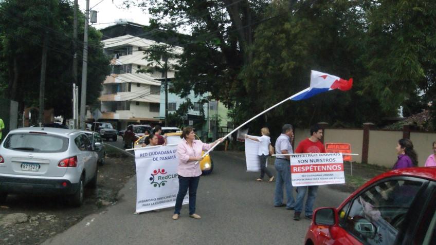 Los residentes de la calle Los Bambús aseguran que continuarán con las protestas | Foto: Octavio Quirós