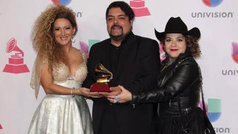 Erika Ender eleva el premio como la primera mujer panameña en ganar un Latin Grammy