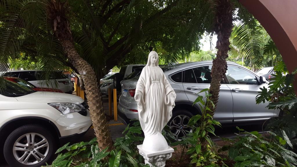 La imagen de la Virgen de La Milagrosa, da la bienvenida a todos quienes visitan la AIP | Foto: AR