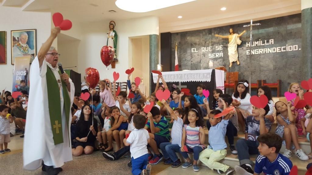 Todos los domingos, Ciaurriz también oficia una misa para niños | Foto: AR