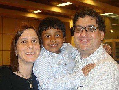 Junto a su esposa Ruth e hijo Dan   Foto: cortesía