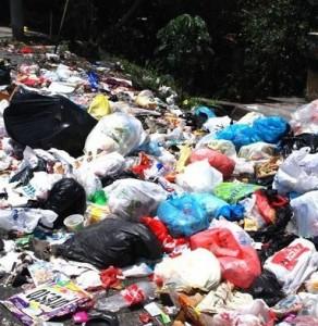 En Panamá se manejan 800 mil toneladas de basura anualmente, una 2 mil 300 toneladas al día.