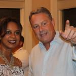 Vice Alcaldesa de la Ciudad de Panamá, Raisa Banfield, junto al embajador John Feeley