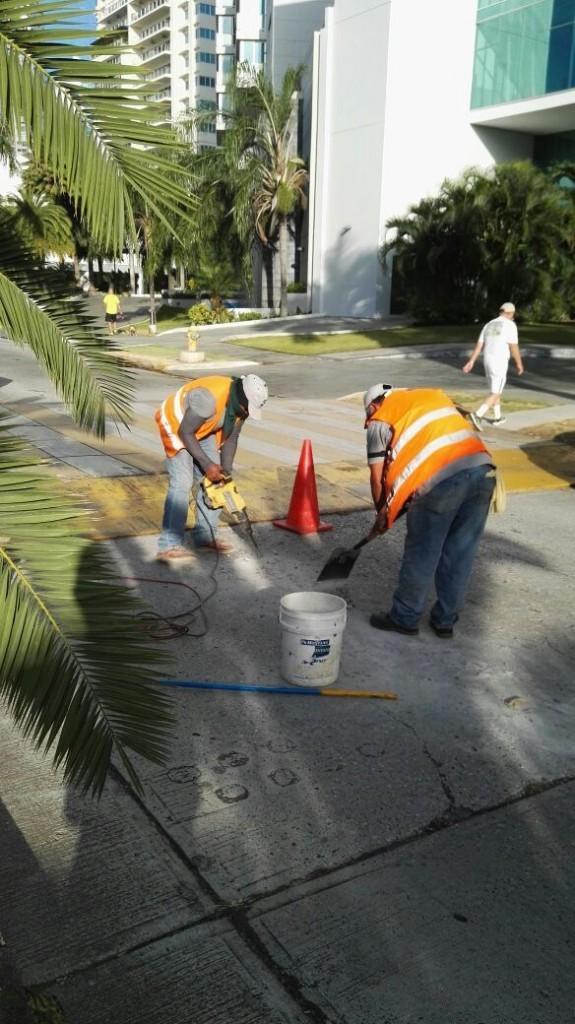 Las limpiezas suelen hacerse muy temprano o los fines de semana, que son los momentos en que no hay vehículos que obstaculicen los trabajos.