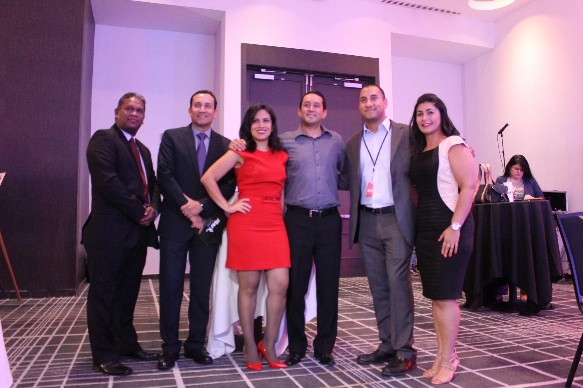 Humberto Rodríguez, Carlos José Recinos, Ethel Gordon, Oscar Masariegos, Frank Quintero y Yariseth Muñoz, equipo directivo de Avon Centroamérica.