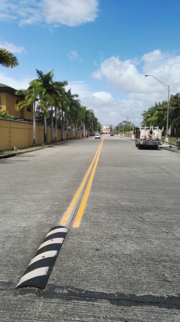 Mil 700 dólares fue el costo de hacer la delimitación de carriles en la avenida San Agustín.