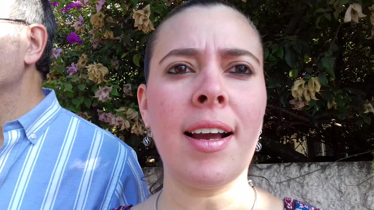 Ivette Tripaldos, residente de calle Los Bambús denuncia trabajos fuera de horario regular.