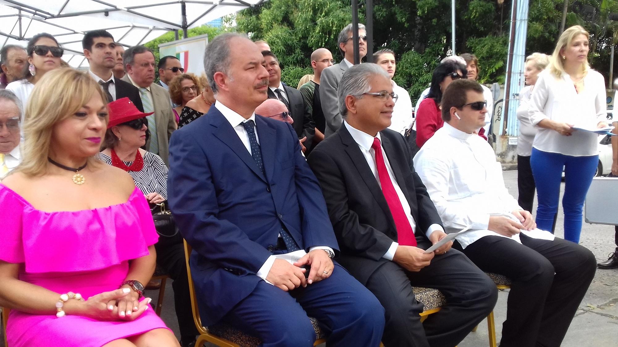 La represenante suplente de San Francisco, Nadja Rosas, junto al embajador Marcello Apiccella, el alcalde capitalino José Blandón, invitados de honor del evento.