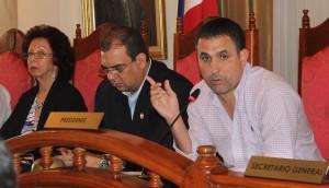 Ricardo Domínguez, representante de Bella Vista, se comunicó con el Ministro Juan Manuel Vásquez para coordinar reunión e investigar informes incongruentes.