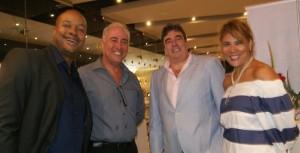 De la agencia Allegro Tours, Eder Bernal, gerente de ventas, y Ricardo Zárate, gerente general, acompañados de Félix Gómez-Pérez y Magali Ulloa.