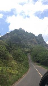 El acceso al Cerro Trinidad es cómodo, la vía te conduce a sus faldas y al lugar desde donde inicias la travesía.
