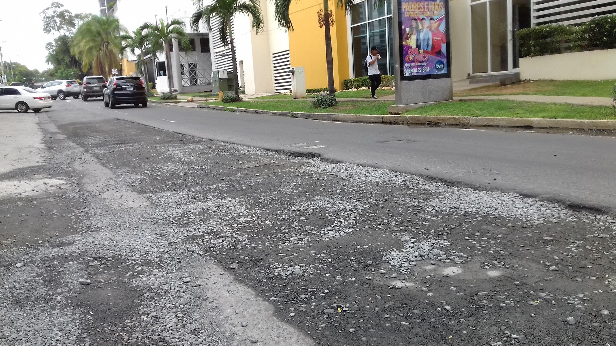 Calle 74. Hasta no probar el sistema completo del acueducto, no podrán asfaltar la vía.