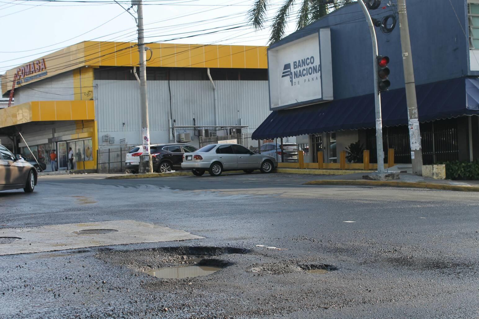 Filtración en intersección de Calle 50 con vía Porras fue reportada por primera vez en el mes de noviembre en las redes de San Francisco News.
