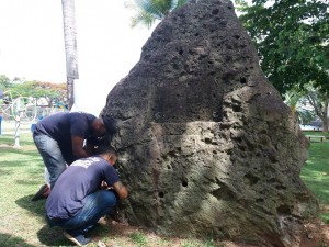 La roca coralina volverá a tener la placa honorífica del poeta Nacho Valdés