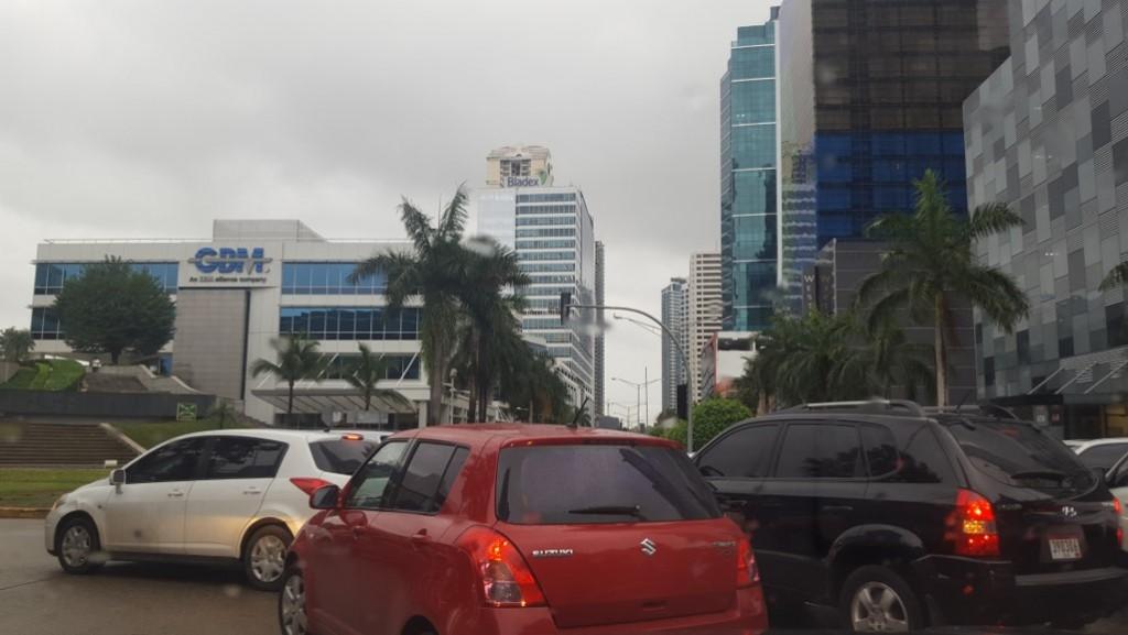 Este primer semáforo inteligente fue colocado en la intersección del Business Park, debido a la alta demanda vehicular que hay en el lugar.