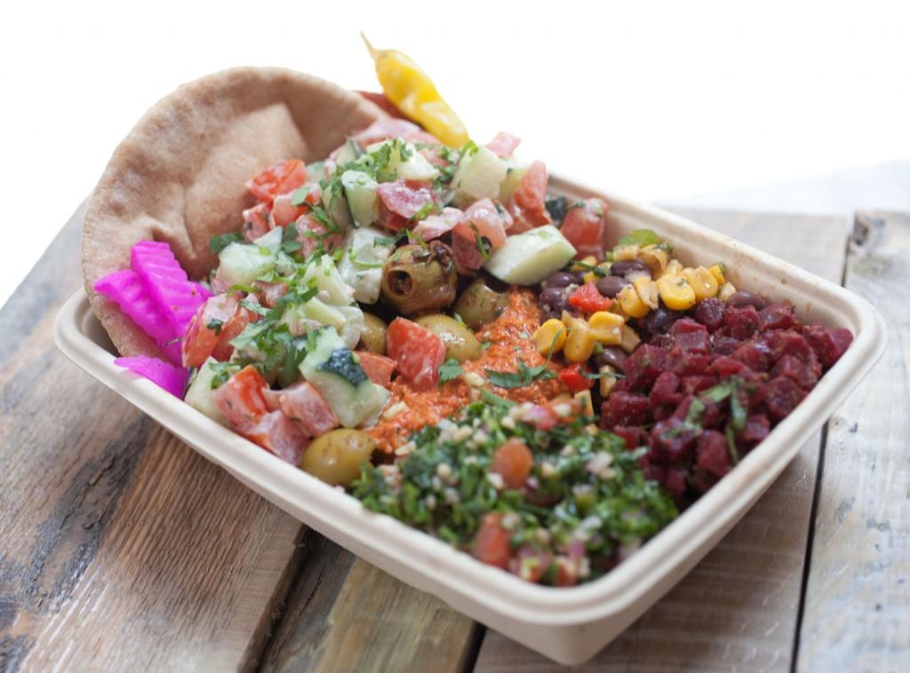 """En falafill el menú está creado e base a ingredientes reales, apegados a la filosofía de la marca """"No shortcuts. Real ingredients""""."""