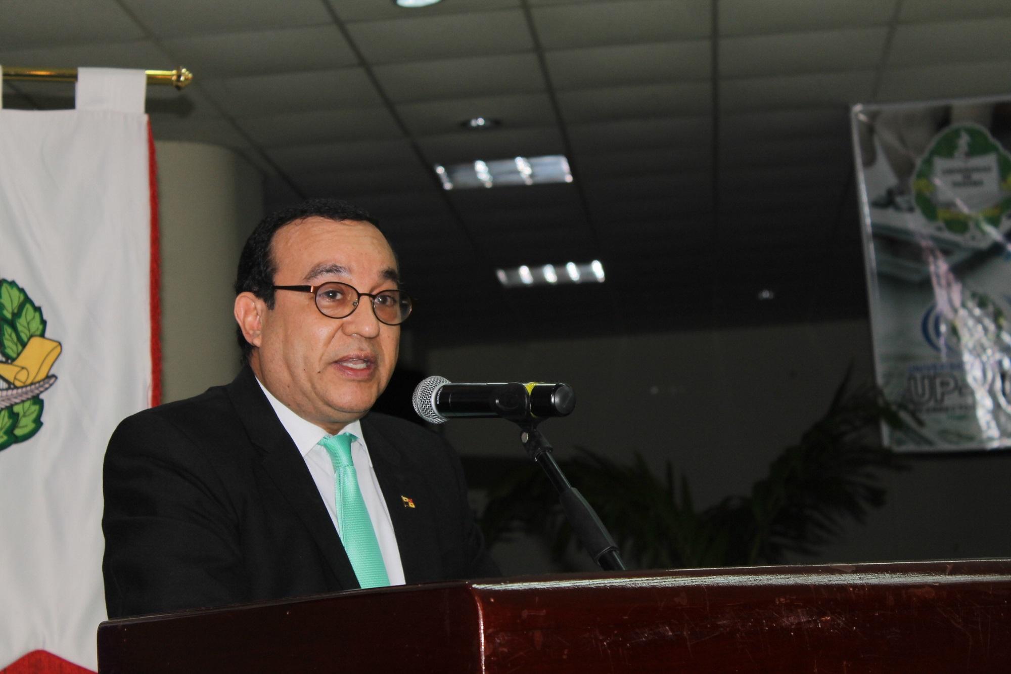 Eduardo Castro Flores, rector de la Universidad de Panamá.